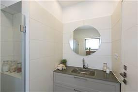 מקלחון,  ענת רגב- אדריכלות אחרת