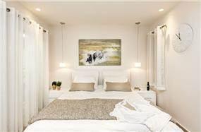 חדר שינה מודרני לבן, עיצוב - ענת רגב- אדריכלות אחרת