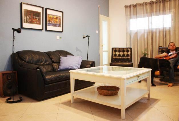 סלון - דירת רווקים, שכורה בתל אביב