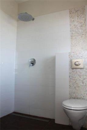 עיצוב מקלחת הורים - טליה עיצוב פנים ותאורה