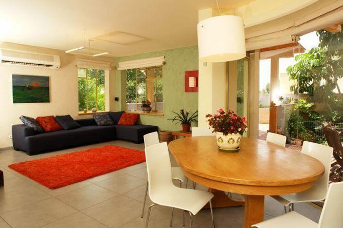 מבט לסלון ופינת אוכל, חכם בן צבי אדריכלים