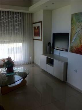 סלון בדירה ברמת אביב, עיצוב שוש פנקס