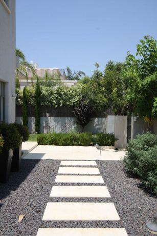 עיצוב חוץ לחצר בית פרטי. מרשים ויוקרתי. יניב סולומון - אדריכלות ועיצוב פנים