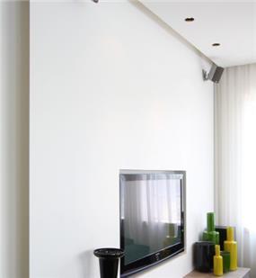 עיצוב מרשים ויוקרתי לפינת טלויזיה בסלון בית פרטי. יניב סולומון - אדריכלות ועיצוב פנים