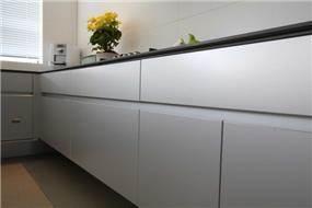 עיצוב ארונות מטבח בסגנון מודרני ומפואר. יניב סולומון - אדריכלות ועיצוב פנים