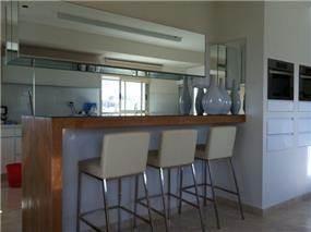 עיצוב מודרני למטבח פנטהאוז באשקלון. מיכלס - כספי אדריכלות ועיצוב פנים