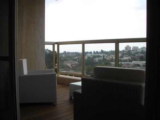 דירה בפרוייקט צמרות הרצליה - מרפסת - מיכלס - כספי אדריכלות ועיצוב פנים