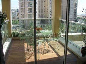 דירה ברמת אביב - מרפסת - מיכלס - כספי אדריכלות ועיצוב פנים