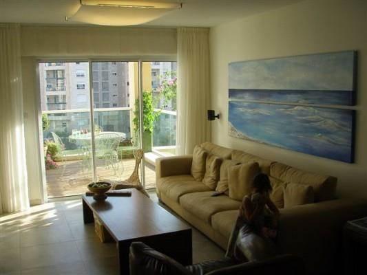 דירה ברמת אביב - סלון - מיכלס - כספי אדריכלות ועיצוב פנים