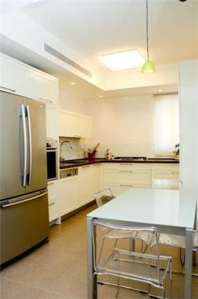 מטבח בעיצוב ייחודי ומודרני. מיכלס - כספי אדריכלות ועיצוב פנים