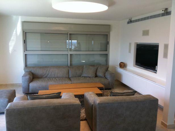 עיצוב מודרני לסלון פנטהאוז באשקלון. מיכלס - כספי אדריכלות ועיצוב פנים