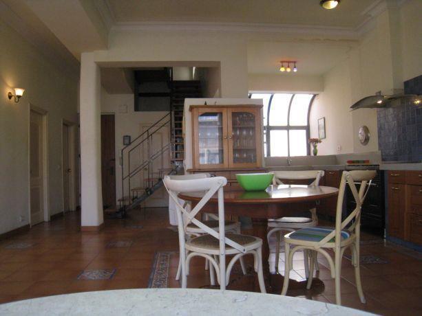 חלל מגורים פחוח ומרווח בדירה בתל אביב