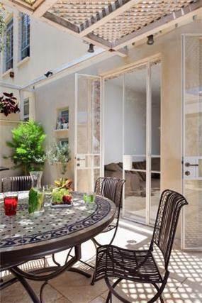 מרפסת עם ריהוט גן, אדריכלות ועיצוב פנים ענת איבגי
