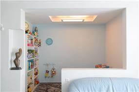 חלל משחקים צמוד לסלון בעיצוב ענבליקה