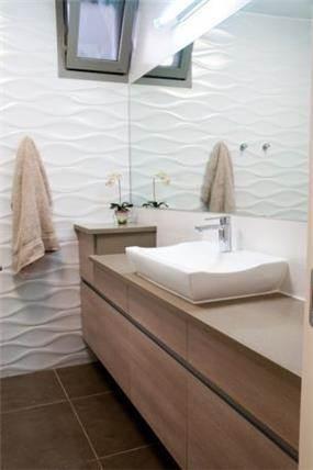 מבט לחדר אמבטיה בעיצוב ענת שמואל
