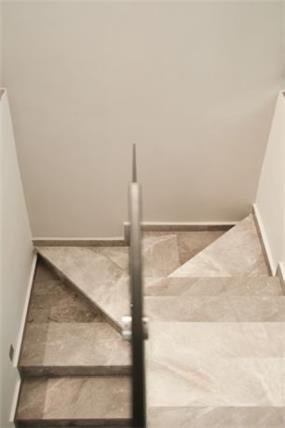 זוית הצצה מעניינת לגרם המדרגות
