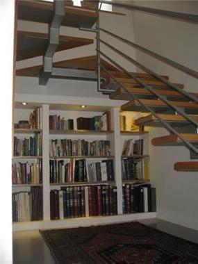 ספרייה בחלל המדרגות, יוזמה עיצובים