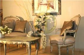 פינת ישיבה ומנוחה רומנטית בעיצוב קלאסי של קטרין גרונר CGDECO