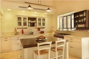 מטבח בסגנון כפרי בעיצוב הלל אדריכלות ועיצוב פנים