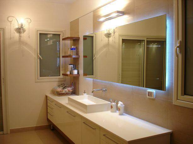אמבטיית הורים בעיצוב רונה זגר