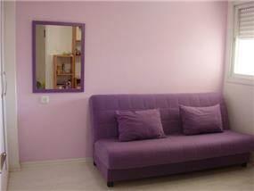 חדר שינה בעיצוב רומנטי ומינימליסטי לנערה, של מגי דוידוב