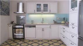 מטבח בסגנון כפרי בדירה בתל-אביב, עיצוב ליאורה רדלר