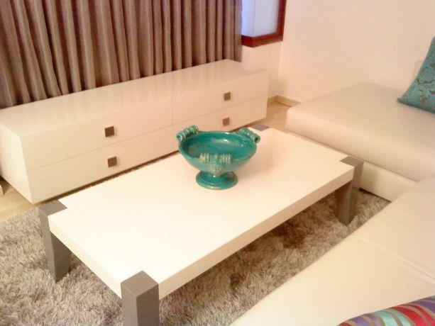 מיזנון לבן משי שולחן משולב אפור לבן