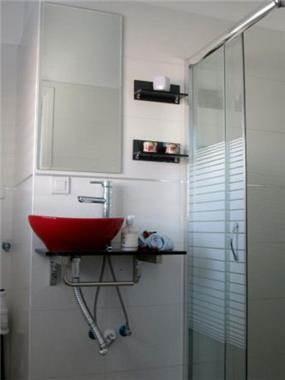 חדר רחצה קליל וצעיר - i.m design