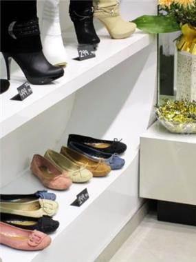 חנות נעליים מודרנית וייחודית