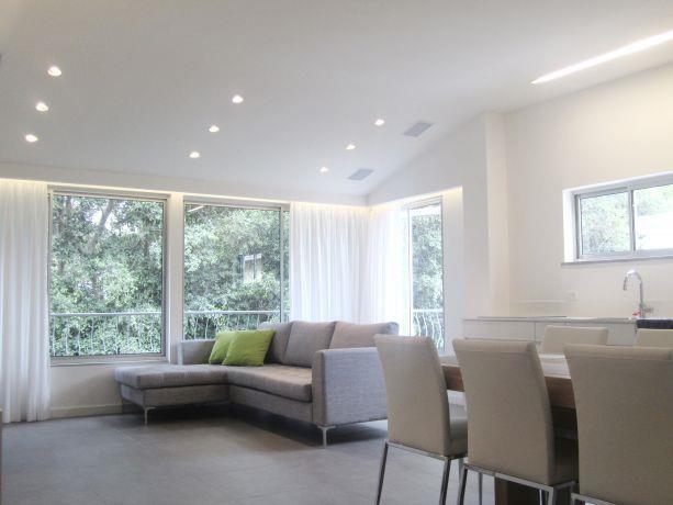 חלל מגורים בסגנון מודרני בעיצוב טולדו ליפשיץ אדריכלות ועיצוב