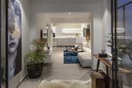 מבט מחצר הבית אל חלל הסלון בעיצוב יוקרתי מודרני  - BLV תכנון ועיצוב פנים - זהר בן לביא