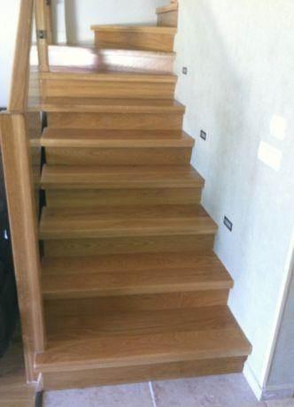 מדרגות עץ אלון צרפתי בשילוב תאורת לד נמוכה, בעיצוב אורלי קימה