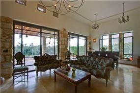 מבט מהכניסה לסלון ופינת האוכל, עיצוב אורלי קימה