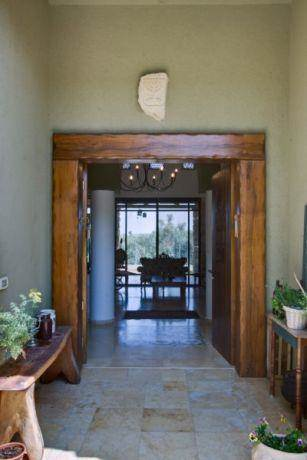 מבט מהכניסה לתוך הבית, עיצוב אורלי קימה