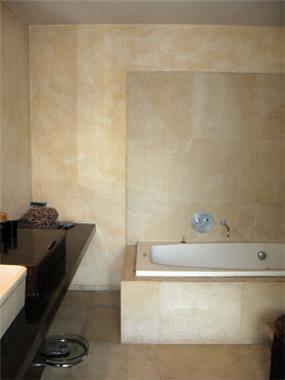 חדר אמבטיה בעיצוב הווארד ג'ורנו