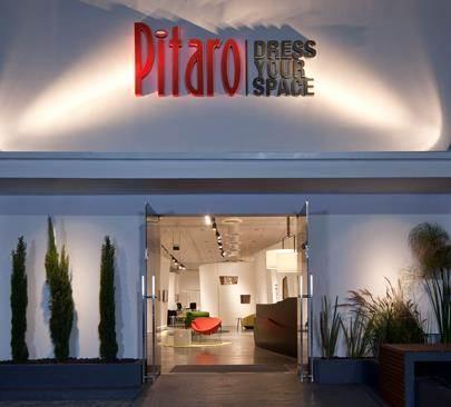 עיצוב חזית אולם התצוגה של חברת פיטרו ריהוט משרדי. עיצוב: הווארד ג'ורנו