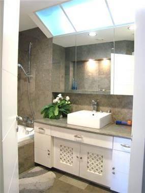 חדר אמבטיה בעיצוב מירה אהרון