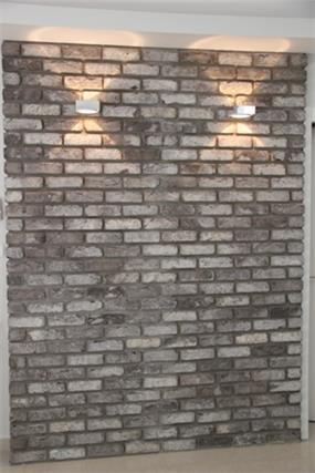 קיר בריקים. עיצוב: סיגלית פרץ