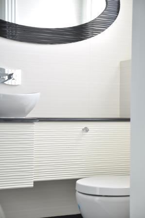 חדר רחצה במראה מודרני ומיוחד, בעל אריחים יוקרתיים ועיצוב מפואר. סיגלית פרץ - אדריכלות ועיצוב פנים