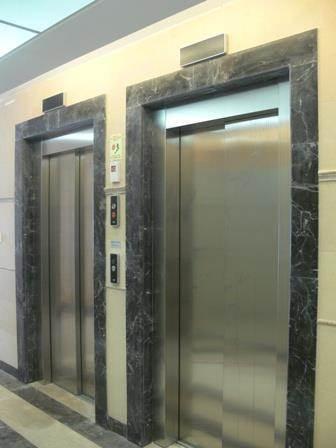 עיצוב מודרני ויוקרתי למבואת כניסה בעלת 2 מעליות-עיצוב סיגלית פרץ
