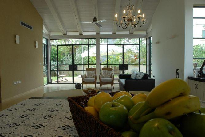 מבט לסלון בעיצוב ליאת באר