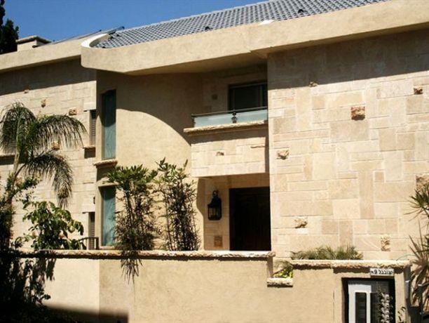 חזית הכניסה בבית פרטי בדניה חיפה