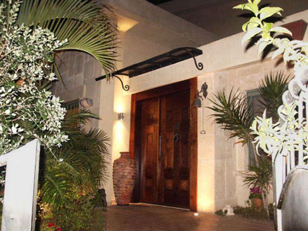 חלל חוץ בכניסה לבית פרטי בחיפה