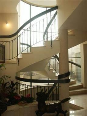 מהלך מדרגות בבית פרטי בדניה חיפה