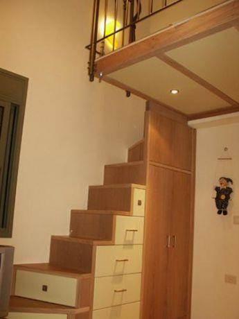 מדרגות בשילוב מגירות