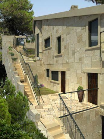 חזית צידית בבית פרטי בעיצוב כפרי בדניה חיפה