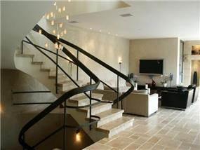 מבט לסלון ומבואת הכניסה, עיצוב יעל דיילס בכר