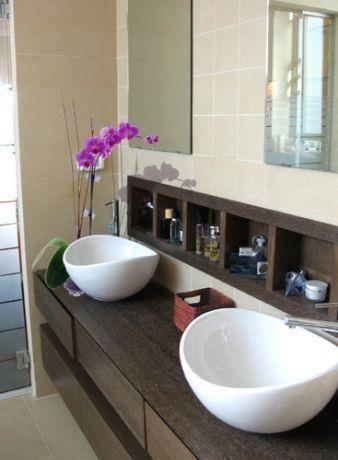 חלל מעוצב בחדר אמבטיה בבית פרטי בדניה