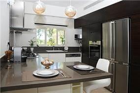 מטבח בסגנון מודרני בעיצוב גלית אשמן