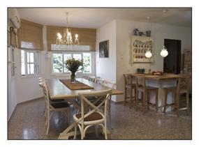 פינת אוכל בסגנון כפרי, עיצוב מעשה בבית-בוטיק ביתי לאדריכלות ועיצוב פנים
